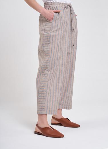 Mizalle Mızalle Çizgili Parça Detaylı Pantolon  Bej